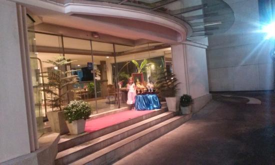 Le Siam Hotel: Entre