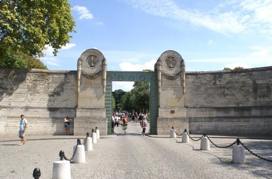 Entr e principale boulevard de m nilmontant picture of - Cimetiere pere la chaise ...