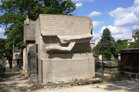 Tombe de sarah bernhard picture of pere lachaise - Cimetiere pere la chaise ...