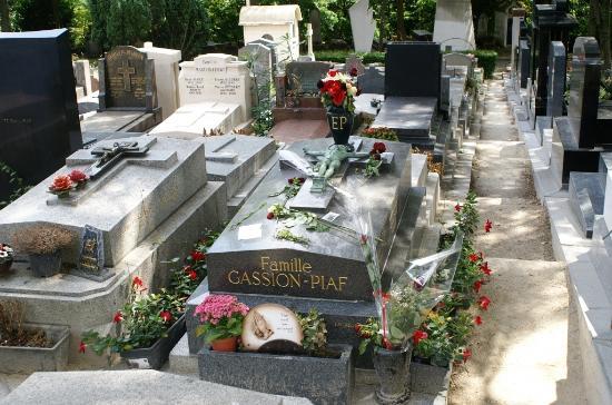 Tombe d 39 edith piaf picture of pere lachaise cemetery - Cimetiere pere la chaise ...