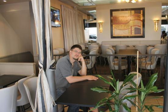 Fleurus Cafe : Ожидаем принятия заказа.