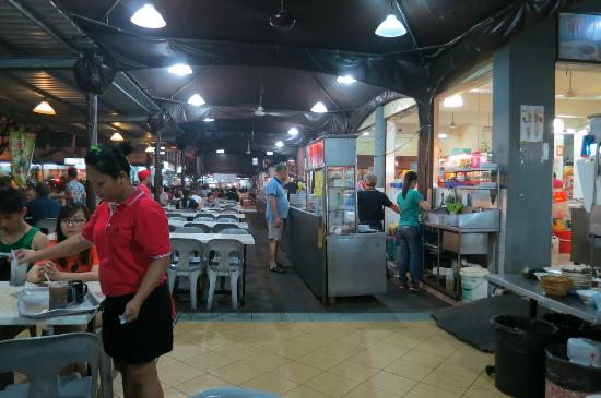 Century Kuching Hotel: Many street-like eateries across the road in front of hotel
