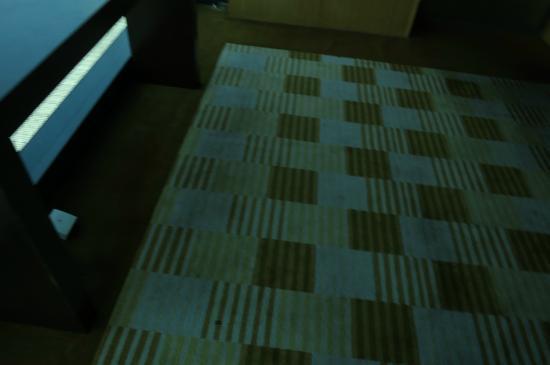 Century Kuching Hotel: Stained carpet in the corridor