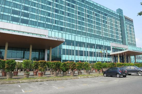 Century Kuching Hotel: Front view of hotel