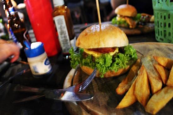 Banyan Bar : regular burger