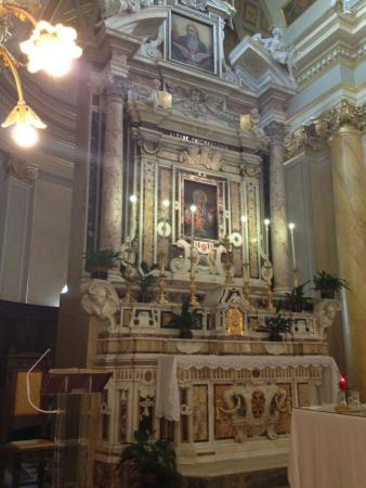 Itri, Italia: Altare maggiore con quadro della Madonna della Civita