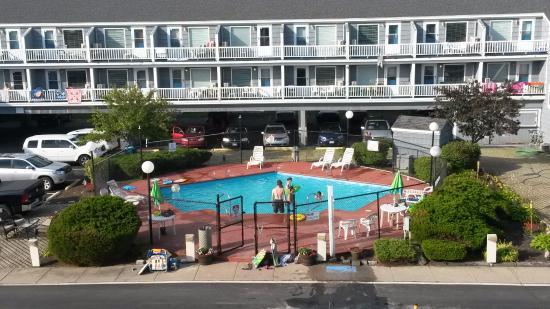 The Grand Beach Inn: Esterno