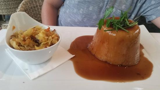 Empire Modern British Restaurant & Steak House: Steamed steak & ale pie