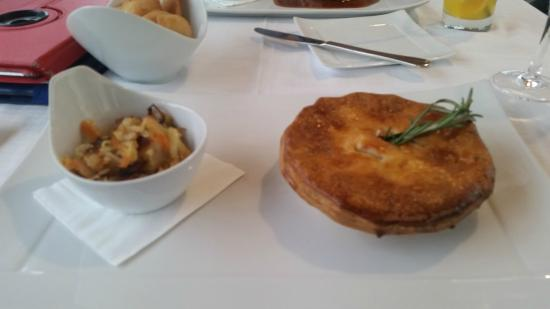 Empire Modern British Restaurant & Steak House: Lovely pie