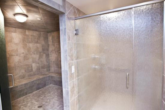 Delavan, WI: Showers / Eucalyptus Steam Rroom
