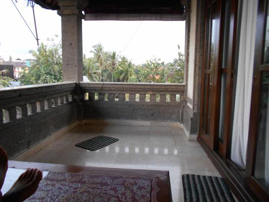 Pande Permai Bungalows: balkon luxe kamer