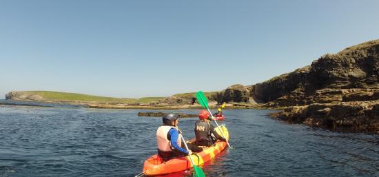 Nevsail Watersports : kayaking around Kilkee bay at Nevsail