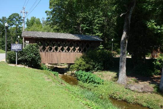 Opelika, AL: Pretty covered bridge