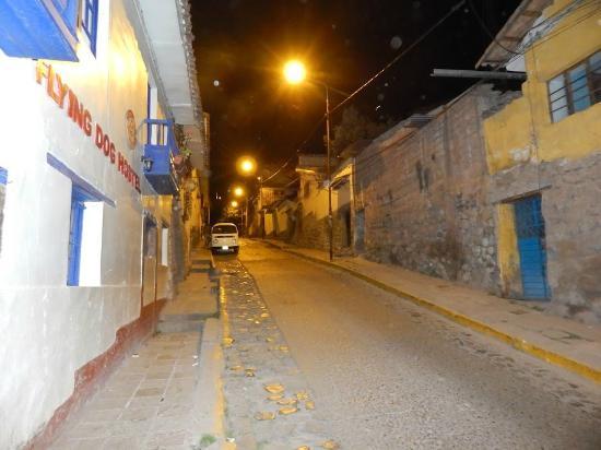 Flying Dog Hostel Cusco: La calle del Flying dogs en Cusco