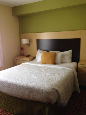 TownePlace Suites Wilmington/Wrightsville Beach: Comfy enough bed