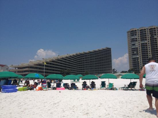 Edgewater Beach Condominium: free beach setup with stay