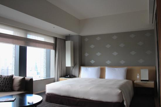 The Capitol Hotel Tokyu: The large bed
