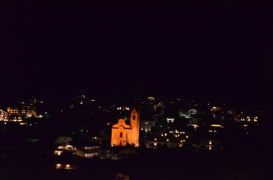 Hotel Les Alpes: san vigilio di notte dal balcone