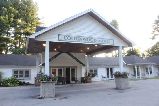 Cottonwood Motel: Motel entrance