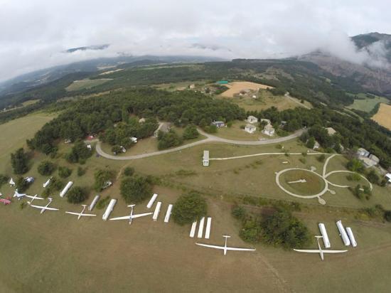 Aspres-sur-Buech, France : l'aérodrome de loisirs du Chevalet