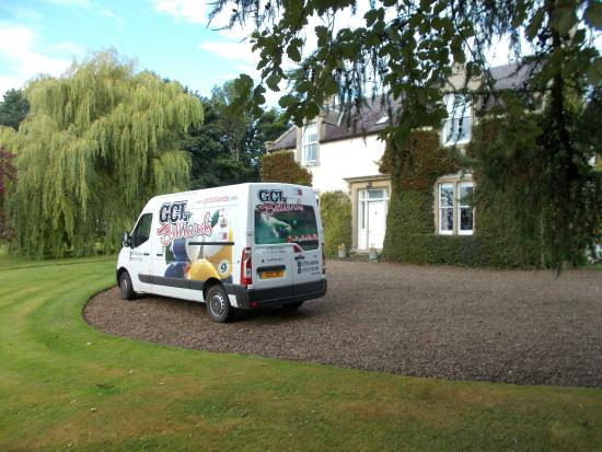 Stonefold Farm Bed and Breakfast: very nice Garden with plenty of space for parking