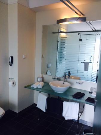 Iets in de badkamer digtotaal - Badkamer scheiding ...