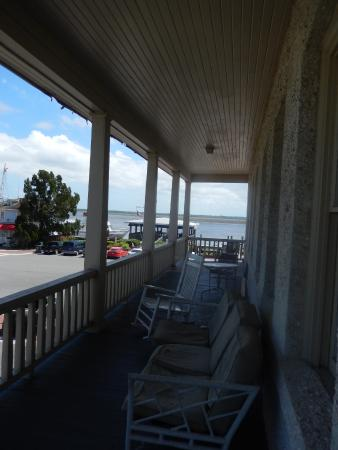 Riverview Hotel: Porch