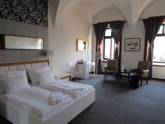 Hotel Arcade: Room 100