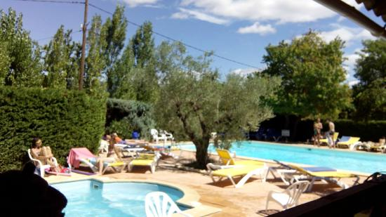 Les 2 grandes piscines picture of camping le luberon for Camping luberon avec piscine