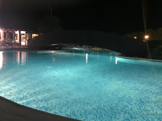 Castelnuovo Cilento, อิตาลี: Piscina di sera
