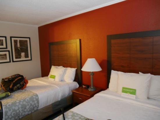 La Quinta Inn Auburn Worcester: nice wall color