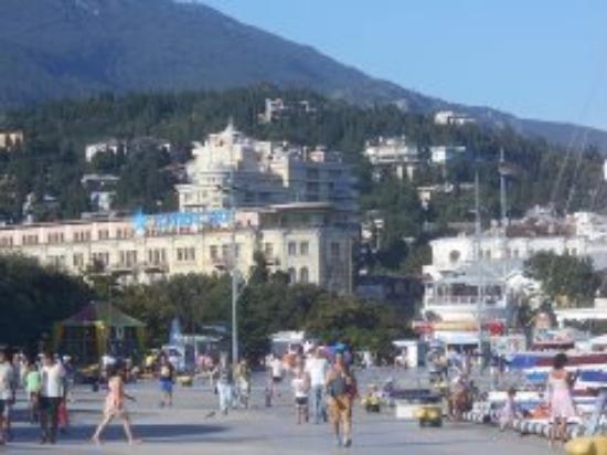 Crimea Hotel: ЯЛТА -набережная начинается здесь)