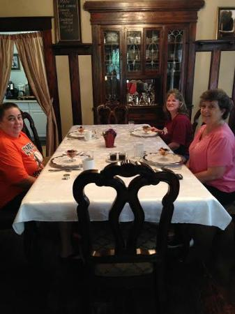 Eva's Escape at the Gardenia Inn: Breakfast compote (just the beginning course) in the dining room