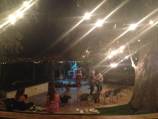 Sunrise Beach, TX : Live music at ampitheatre behind restaurant