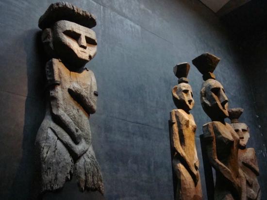 "Los ""Chemamulles"" son impresionantes esculturas de madera colocadas sobre las tumbas de Mapuches (145883325)"