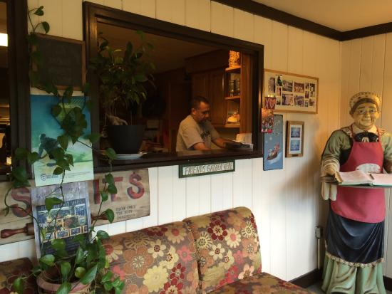 Swiss Farm Inn : Busy preparing a delicious breakfast