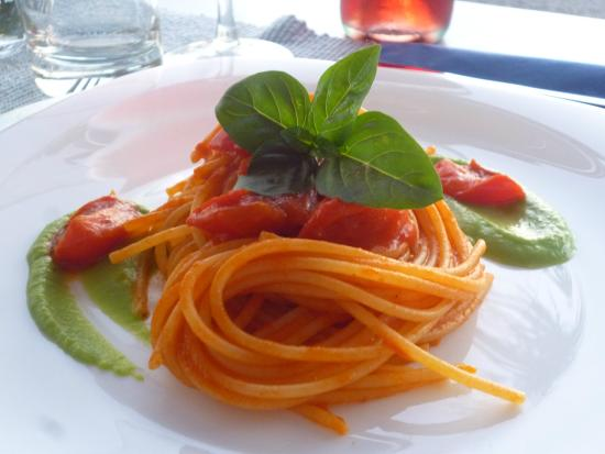 Oklacà: spaghetti fresh tomat
