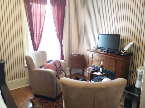 Magnolia Meadows Bed and Breakfast: Empire Suite