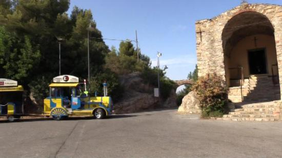 Giro turistico di Alassio in trenino: Trenino Miletti presso Chiesa Santa Croce Belvedere di Alassio
