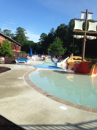 Woodlands Hotel & Suites - Colonial Williamsburg : Pool area