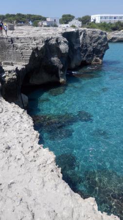 Roca Vecchia, Italien: la scogliera vicino alla grotta della poesia