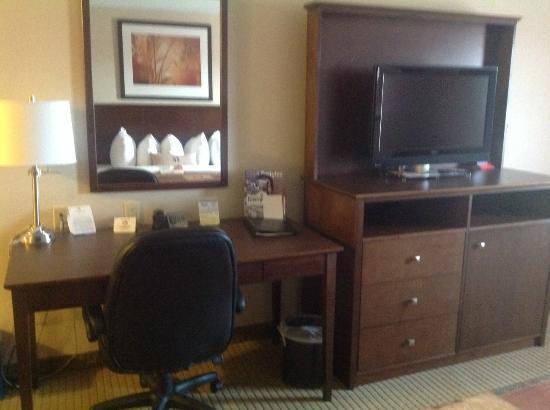 Ramada Weyburn: King Room desk TV