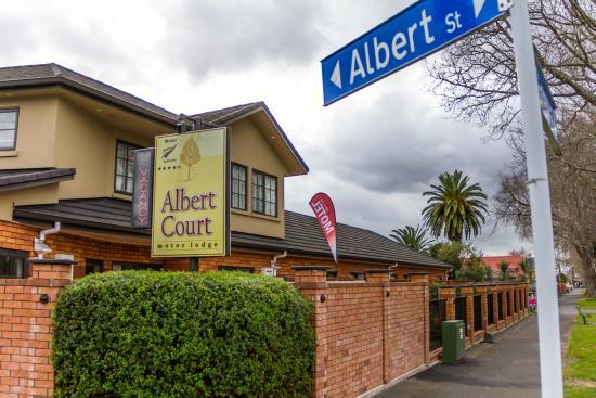 Albert Court Motor Lodge: Grey St