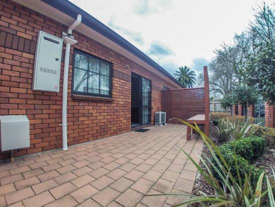 Albert Court Motor Lodge: Courtyard