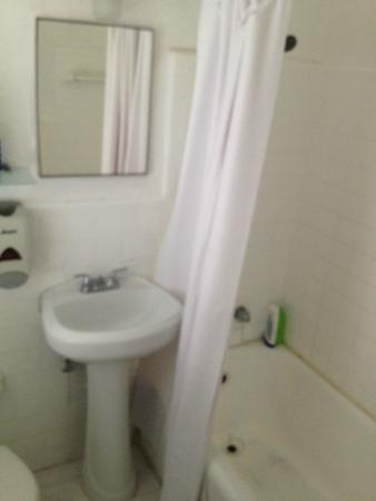 Miami Beach International Traveler's Hostel: Banheiro