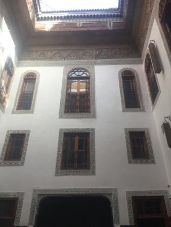 Riad Layla: Beautifully restored courtyard