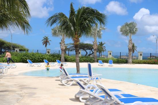 Oceania Deluxe Beachfront Resort: One of the Pools we used
