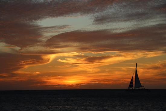 Oceania Deluxe Beachfront Resort: Sunset