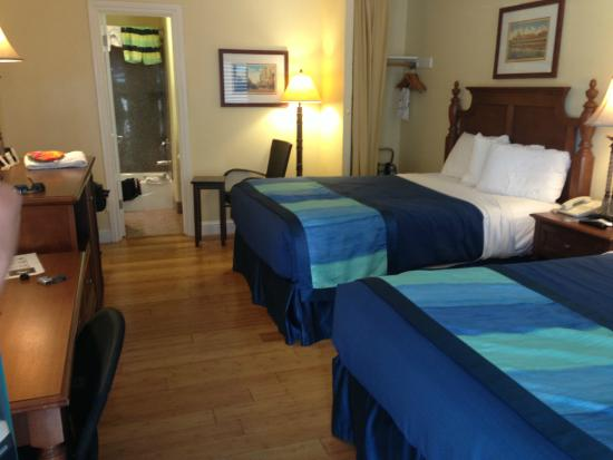 Continental Inn: Room with 2 beds