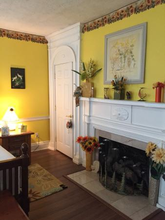 Laurens, Nova York: The Yellow Room